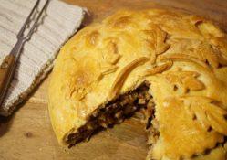 Pastei met kip, dadels en pruimen (1510)